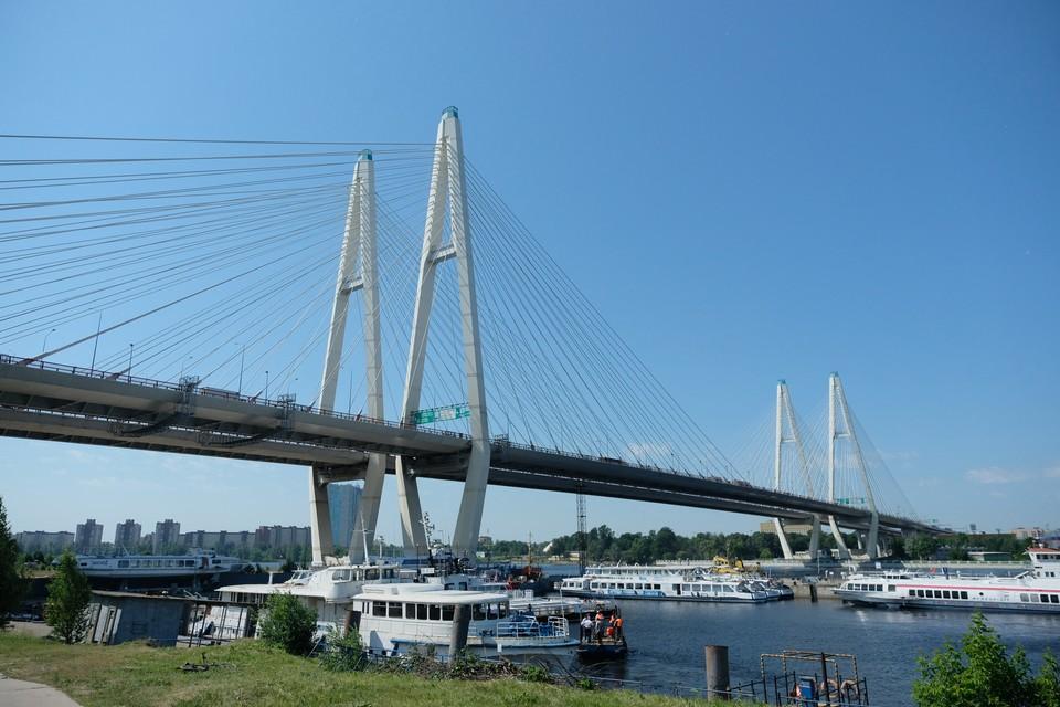 На Вантовом мосту ограничат движение.