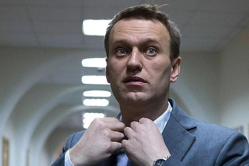 Навальный начал вставать с постели после отключения от ИВЛ