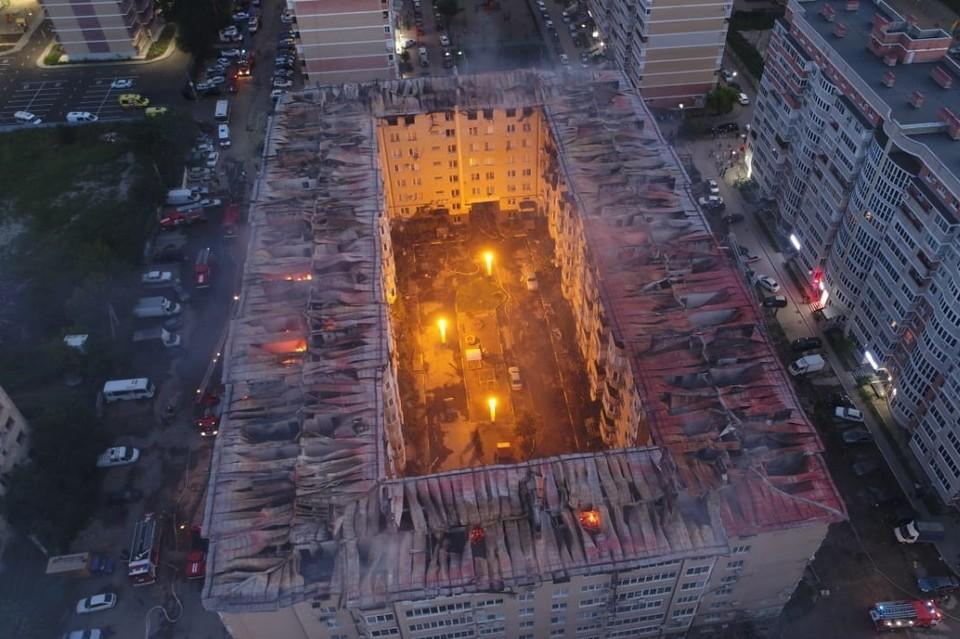 Сгорел целый этаж многоквартирного дома Фото: ГУ МЧС России по Краснодарскому краю