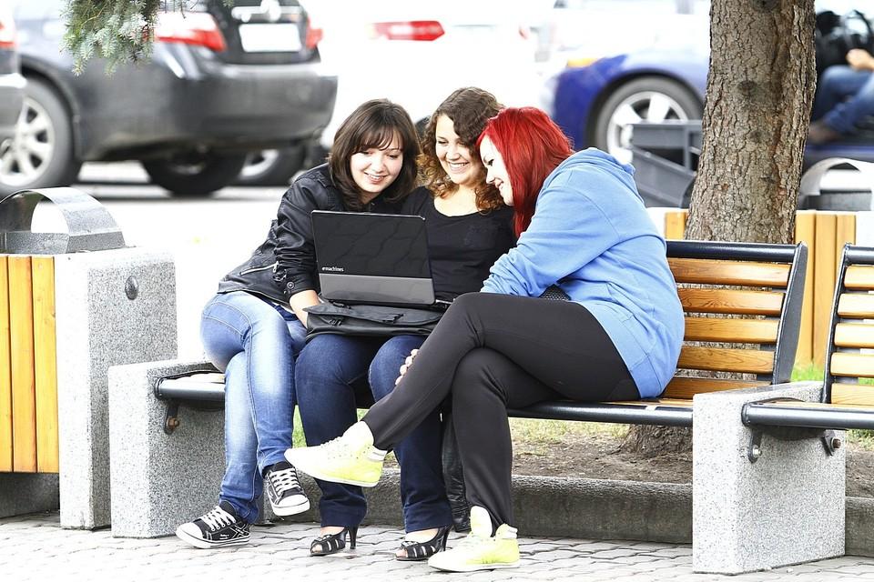 Многие педагоги пытаются увлечь детей полезными занятиями через интернет