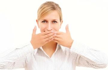Запах изо рта у взрослых: причины, симптомы, лечение