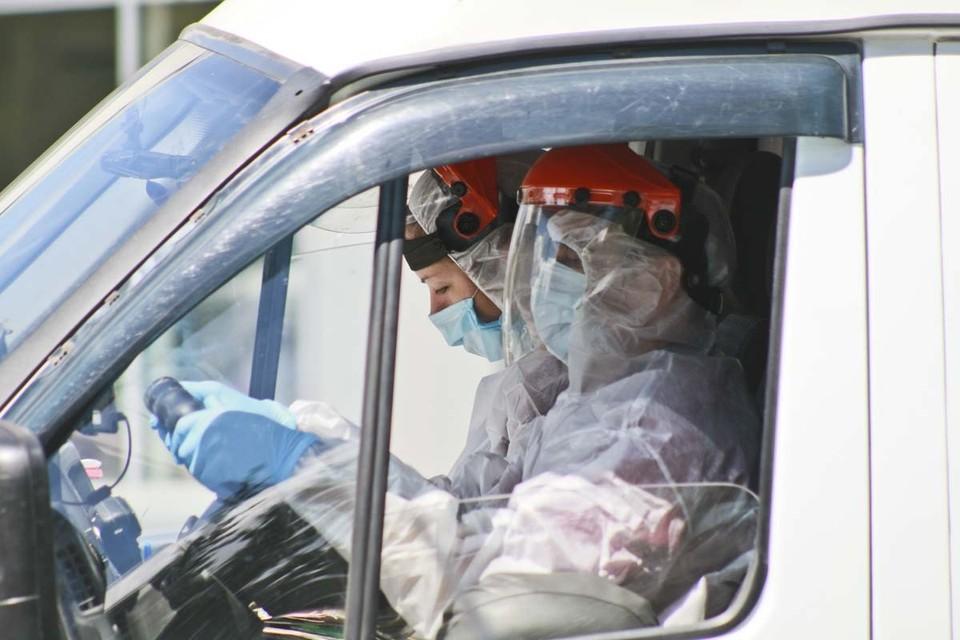 В Алтайский край доставят тысячи защитных костюмов и масок.