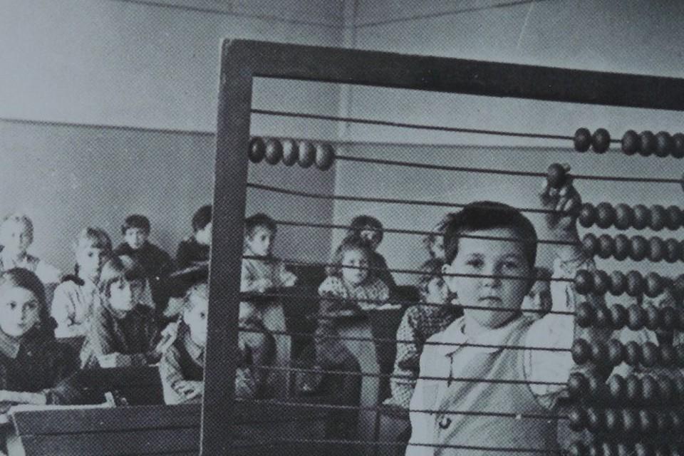 На уроке в первом классе первой советской школы в Кёнигсберге.