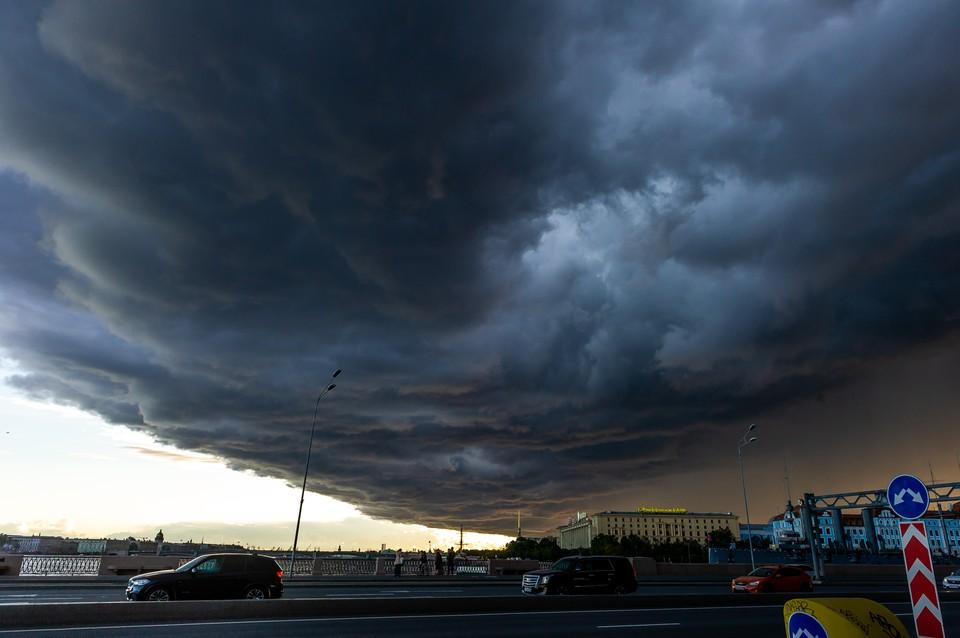 """Мощный шторм """"Айла"""", который обесточил 60 тысяч домов в Финляндии, движется в Петербург"""