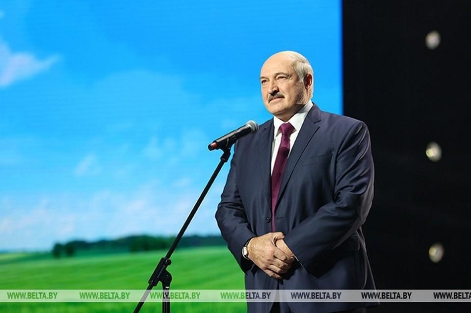 Лукашенко выступил на женском форуме в Минске и заявил, что не хочет, чтобы Беларусь воевала. Фото: БелТА