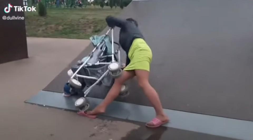 В Тульской области мать, уронившая ребенка на скейт-площадке, попала под уголовное дело