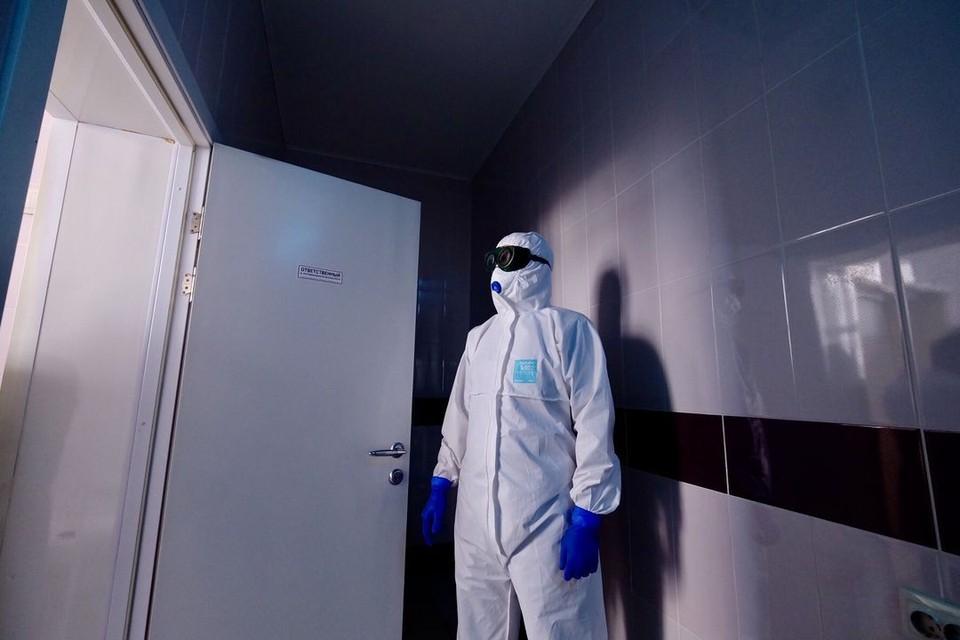 Врачи борются за жизнь пациентов, больных коронавирусом. Фото: Минздрав НСО.