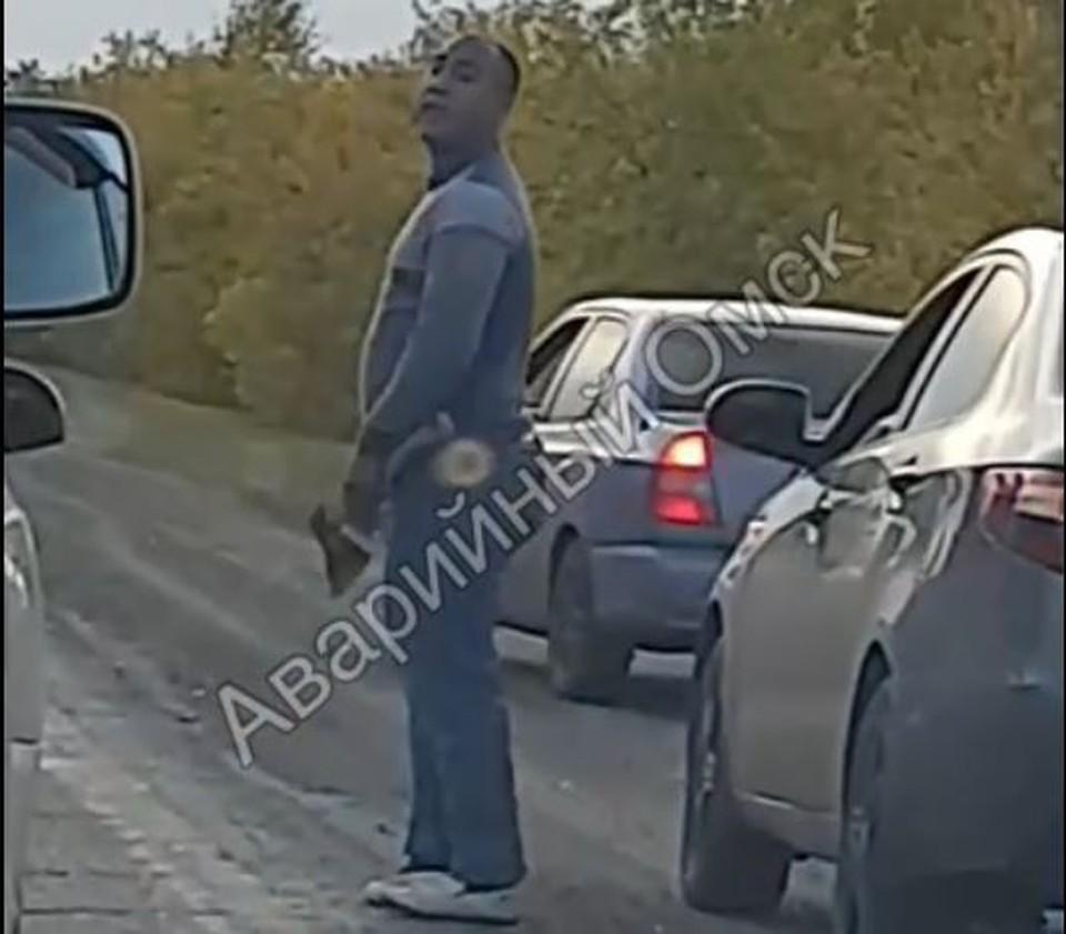 Водитель решил радикально доказать свою правоту.