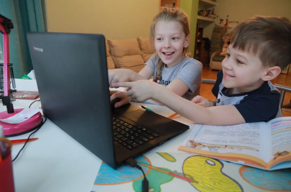 Обучаясь дома, ребенок становится более самостоятельным.