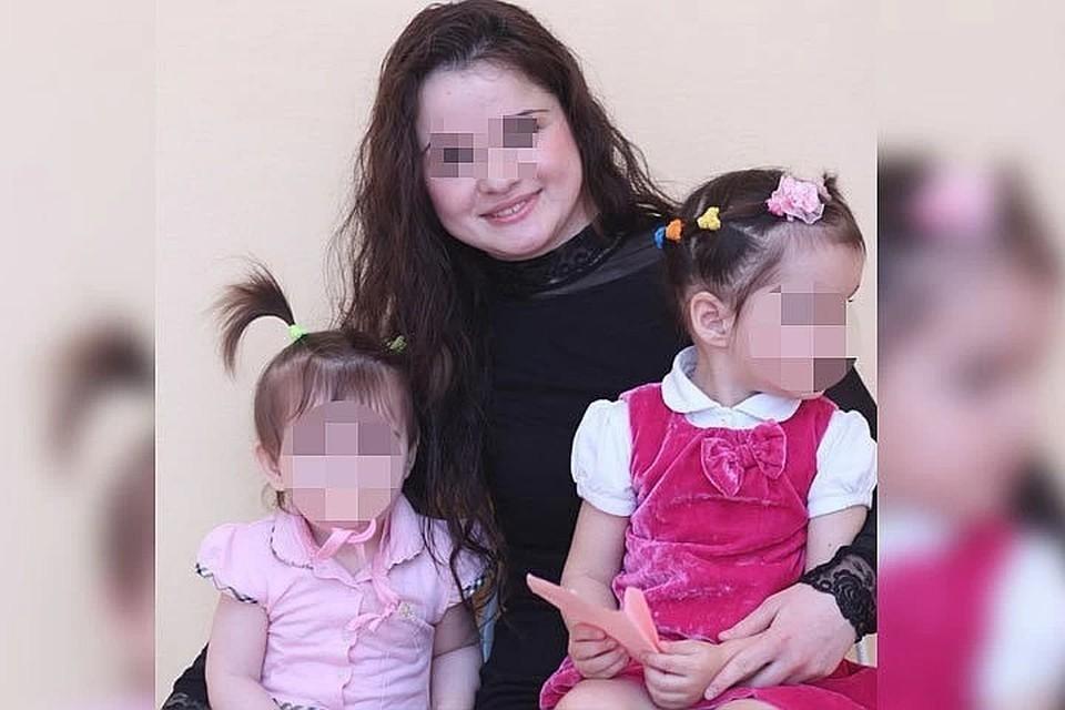 На похороны погибшей женщины пришли не только односельчане, но и муж, которого родные обвиняют в издевательствах