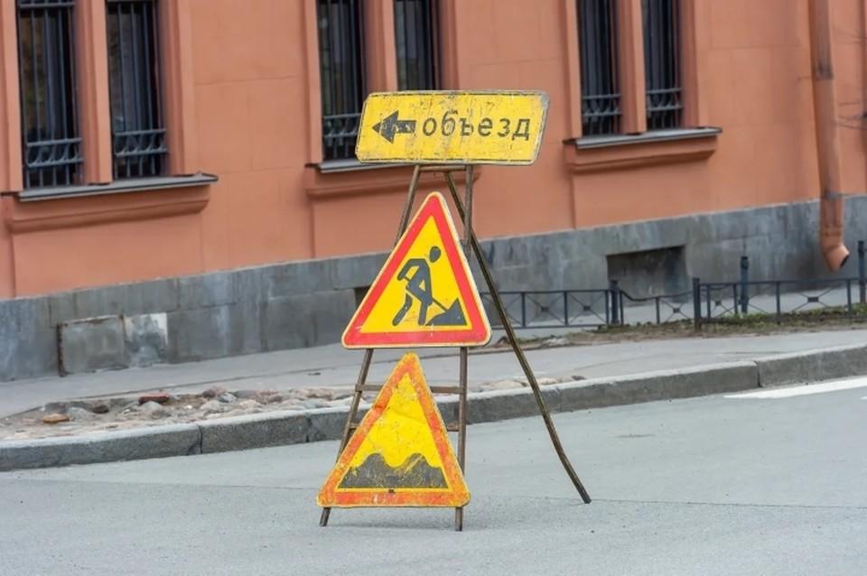 В Санкт-Петербурге с 22 сентября ограничат движение автомобилей на двух участках в нескольких районах.