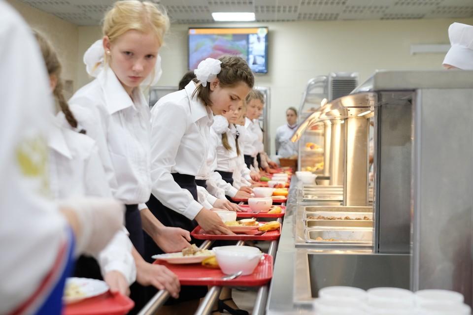 Смольный компенсирует расходы на школьное питание детям с хроническими заболеваниями