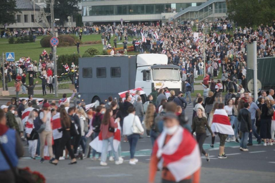 На внезапную инаугурацию Александра Лукашенко его противники ответили маршем протеста.