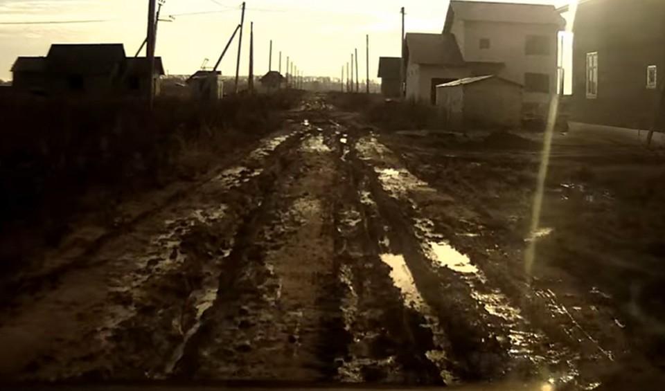 В деревне Бурдино из-за плохих дорог детей не подвозят к школе.