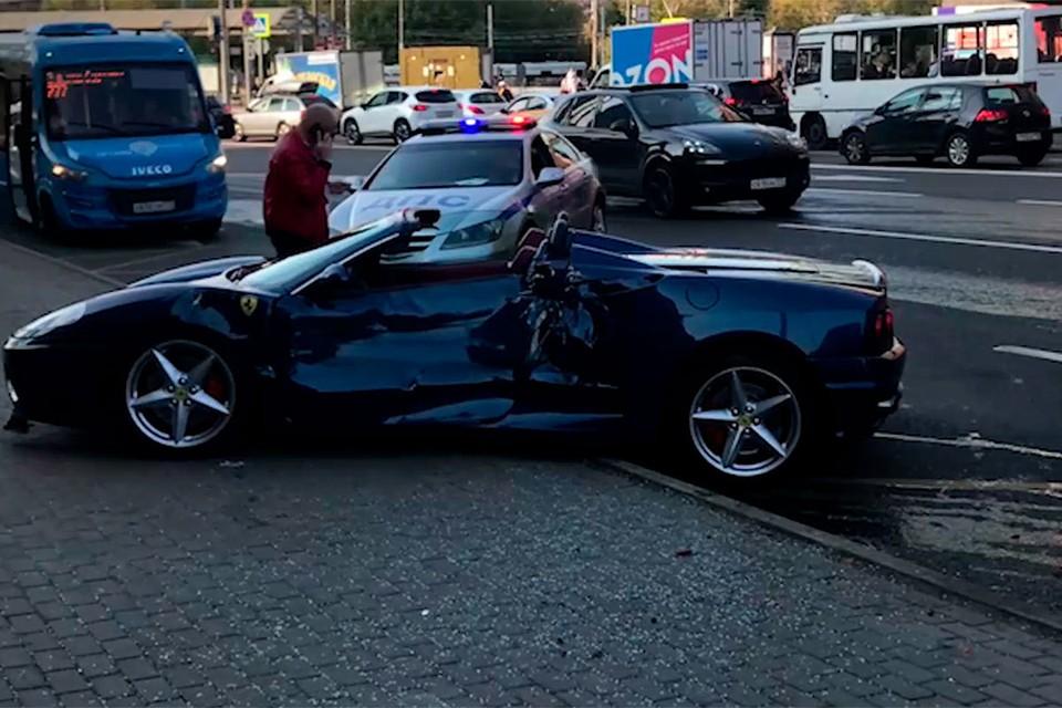 Rабриолет Ferrari в Москве протаранил маршрутку