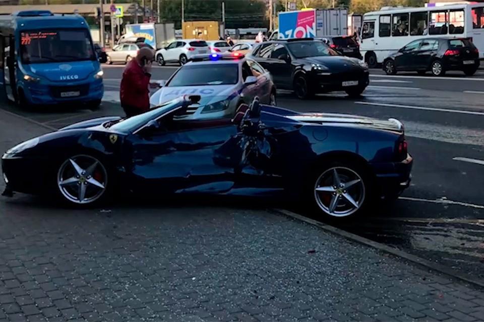 За рулем автомобиля был основатель музыкального портала Zaycev.net Евгений Трухин. Фото: сделано очевидцами