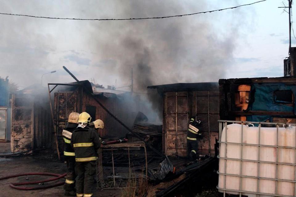 Случилось возгорание мусора и строительных бытовок на территории Дзержинского района. Фото: МЧС по Московской области