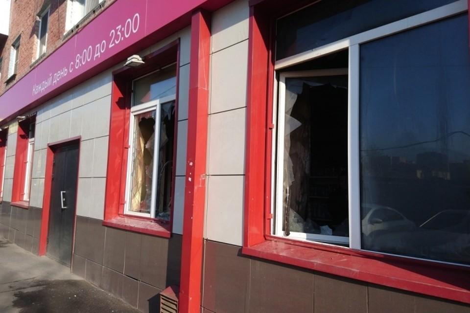 Появились фотографии с места пожара в кемеровском магазине «Бегемаг»