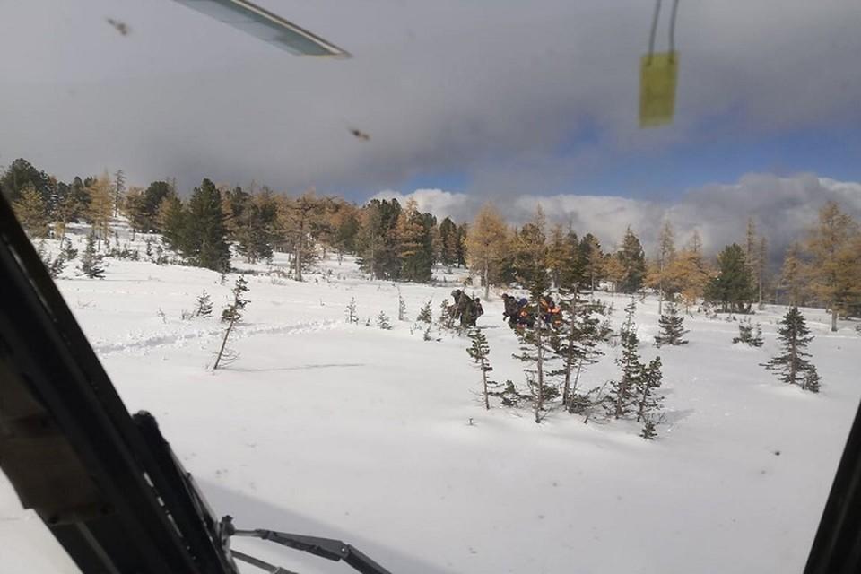 Туристов обнаружили во время облета на вертолете