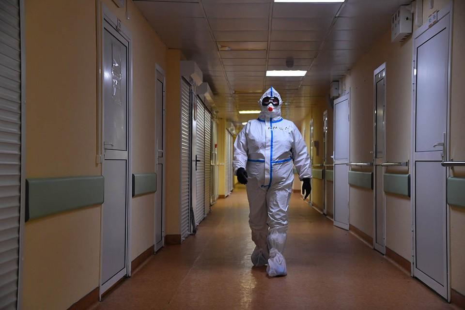 Заболеваемость коронавирусом продолжает набирать обороты, в начале недели, 28 сентября, в России было зарегистрировано + 8 135 заражений COVID-19.