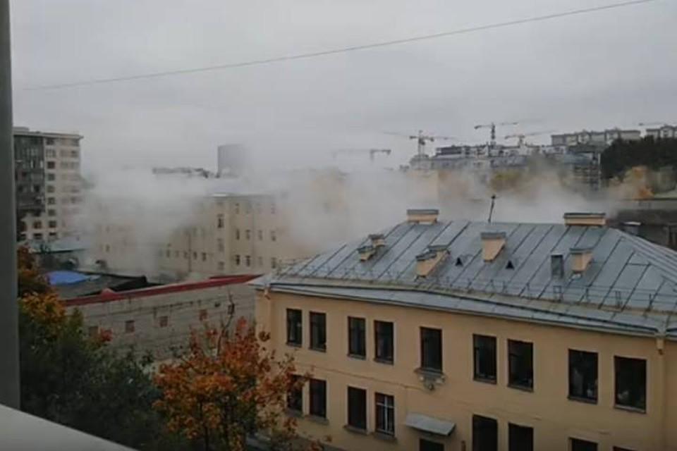 Трубу с кипятком прорвало на Измайловском проспекте в Петербурге