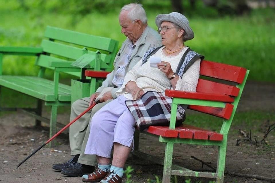 Так, пожилые и люди с хроническими заболеваниями из специального списка должна оставаться дома еще как минимум две недели