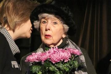 Вера Васильева осталась без юбилея, а Инна Чурикова без спектаклей: какие театры отменили постановки с пожилыми актерами