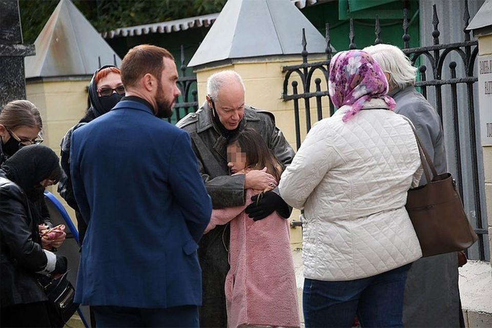 Сердце разрывается: внучка Владимира Конкина живет у дяди и плачет по умершей маме
