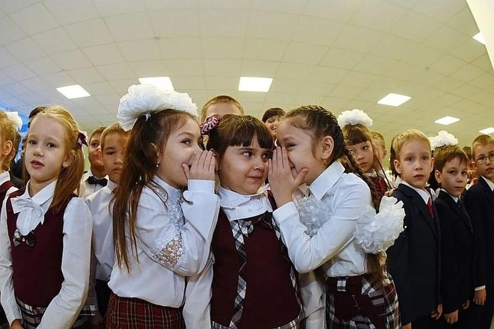 В последние время много вопросов поступает от родителей школьников по поводу переноса осенних каникул