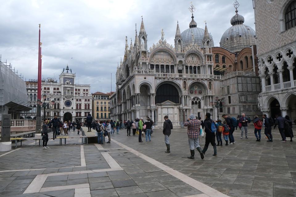 Площадь Сан Марко в Венеции не затоплена водой, что непривычно для октября.