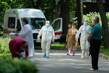 Пандемия COVID-19 закончится к лету 2022 года. Но к прежней жизни мы уже не вернемся