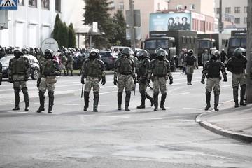 «Вы не задержаны, вы доставлены». Журналистов «Комсомолки», задержанных во время акции протеста в Минске, отпустили из милиции
