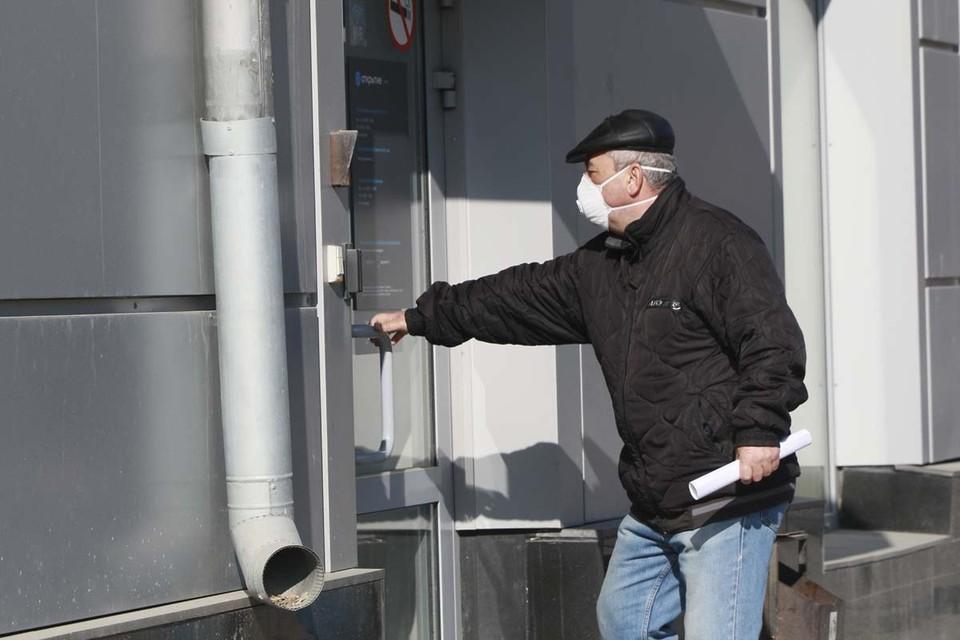 Теперь ношение масок в крупных магазинах или заведениях будут проверять на входе