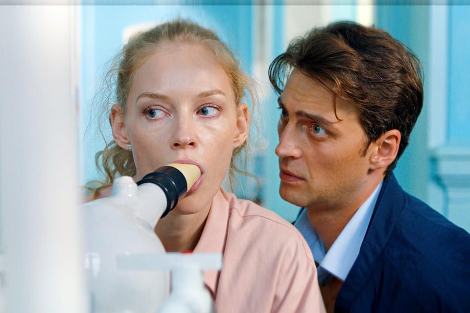 В премьерной комедии Марии Шульгиной с пикантным подтекстом «Любовь без размера» у Светланы главная роль
