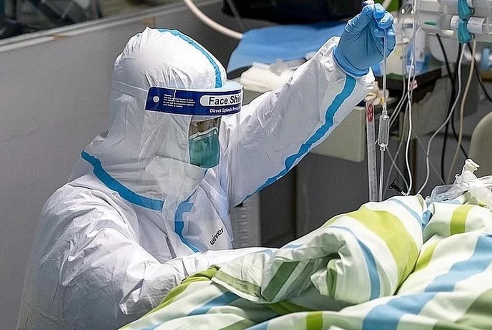 Коечный фонд для больных коронавирусом в России занят почти на 90%, сообщил Минздрав