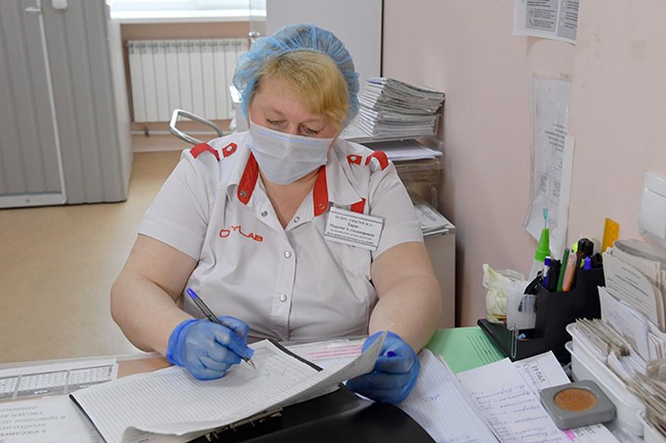 В омских больницах разворачивают дополнительные койки для пациентов с COVID-19.