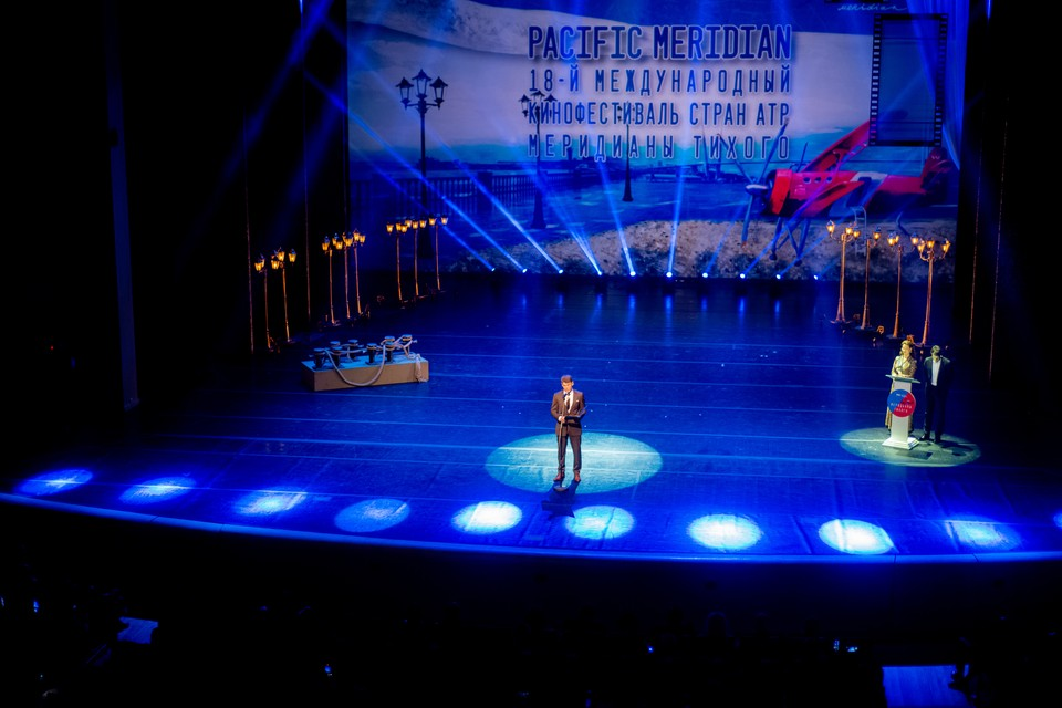 Кинофестиваль традиционно открыл губернатор Приморья Олег Кожемяко