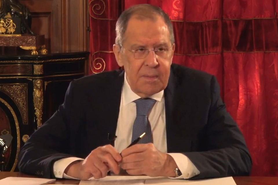 Министр иностранных дел РФ Сергей Лавров во время интервью.