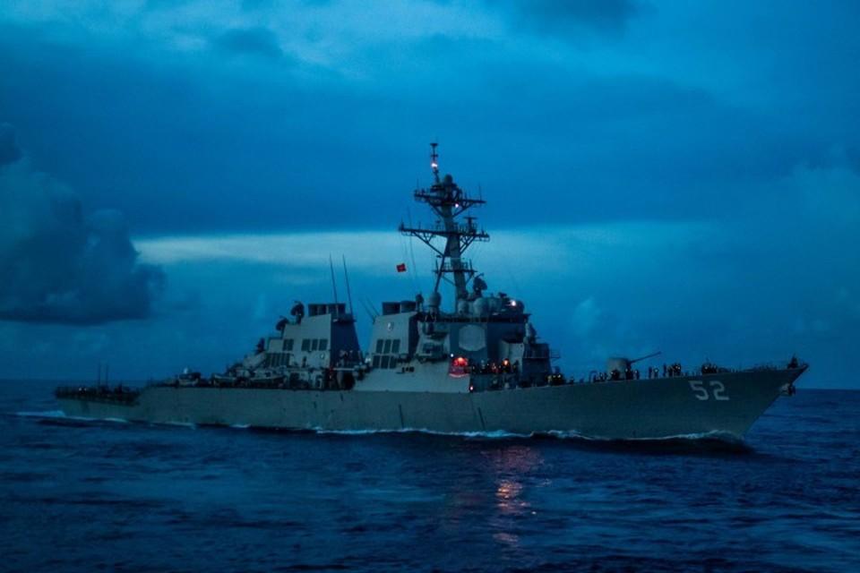 Американский эсминец Barry типа Arleigh Burke с управляемым ракетным вооружением