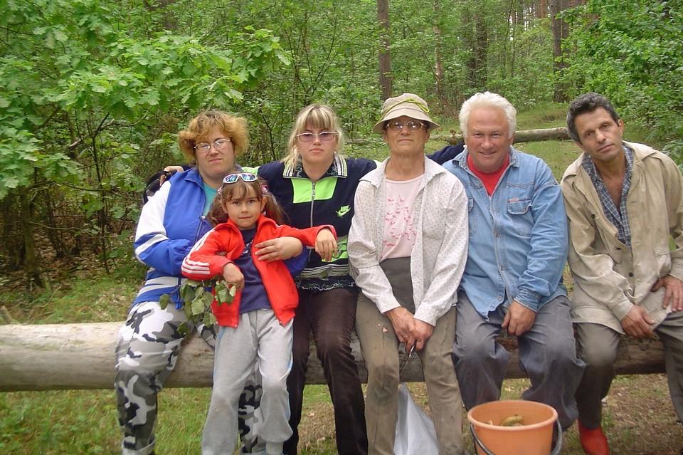 Одно из любимых занятий семьи Гусинских - сбор грибов.