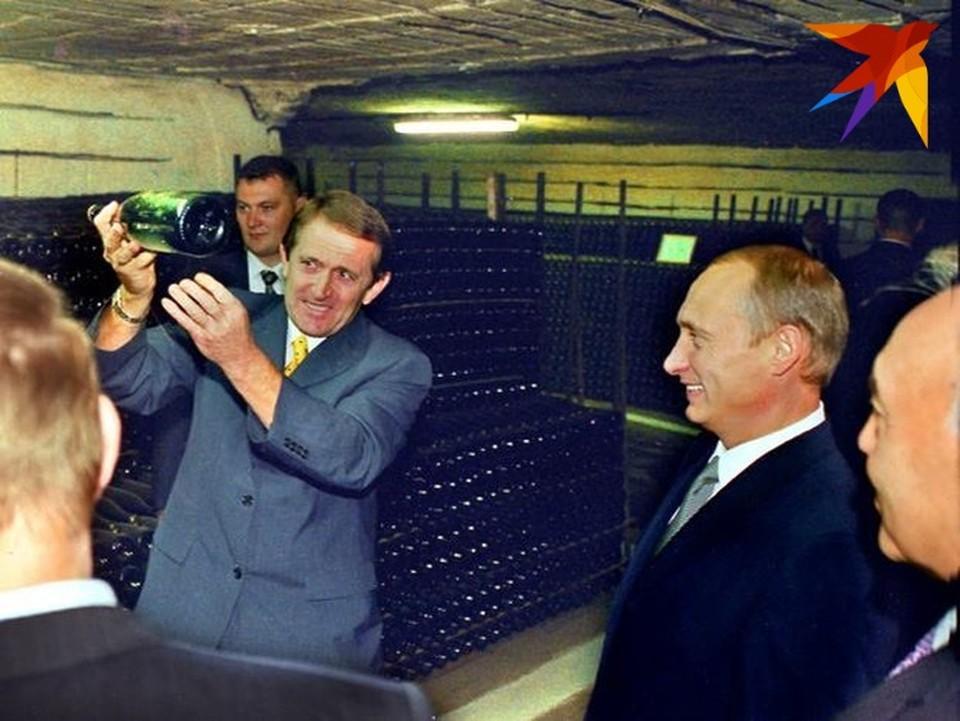 Виктор Бодюл во время юбилей Владимира Путина в Кишиневе. Лично показал Криковские подвалы.