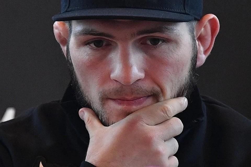 Хабиб Нурмагомедов проиграл дуэль взглядов своему другу и товарищу по команде