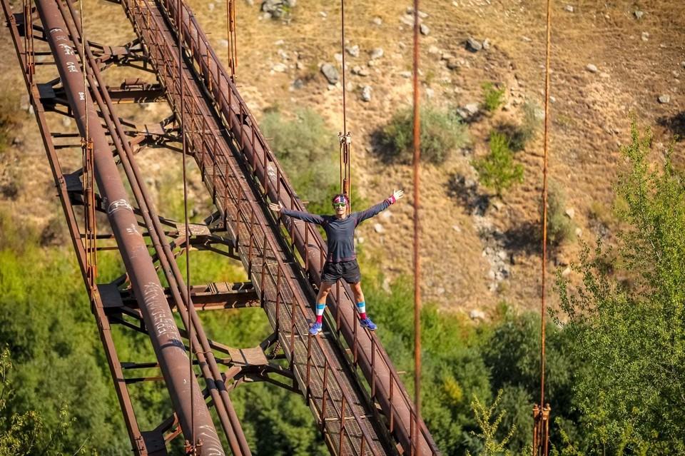 А слабо на такой мост залезть? Фото: Федор Евстигнеев