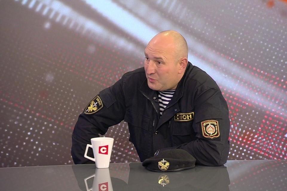 Балаба рассказал, что огнестрельное оружие будет применяться лишь в случаях нападения на сотрудников милиции. Фото: телеканал СТВ