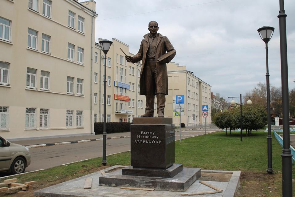 Памятник живописцу Ефрему Зверькову установили в Твери.