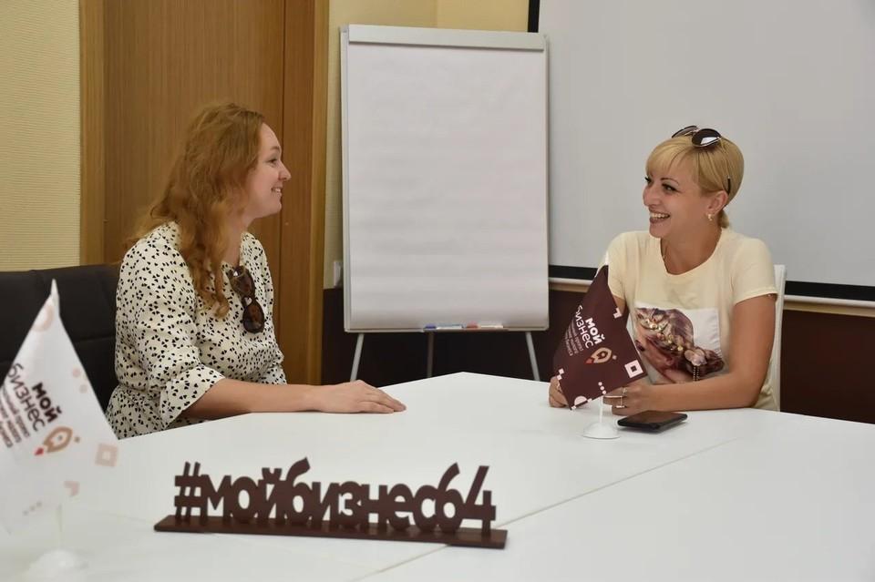 """Эксперт Марина Кабанова дает консультацию в 2019 году. Фото предоставлено Центром """"Мой бизнес"""""""