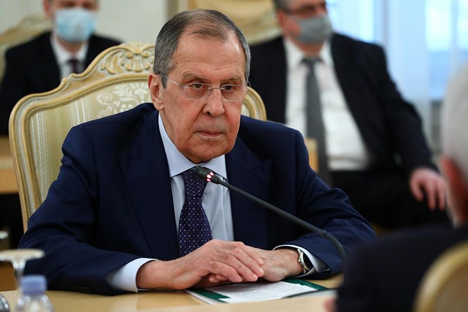 Глава российского МИДа, отвечая на вопросы главных редакторов сразу трех СМИ, представил позицию Россию по основным направлениям международной политики