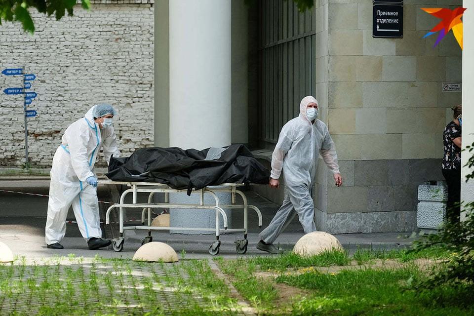 Количество зараженных коронавирусом в Беларуси на 18 октября 2020 года: 698 новых случаев COVID-19 и 4 смерти за сутки. Фото: Владимир ВЕЛЕНГУРИН.