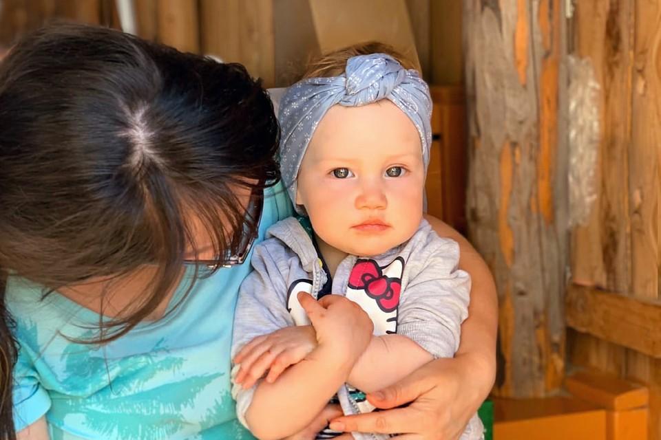 Во время родов врачи случайно порвали Тасе ручку