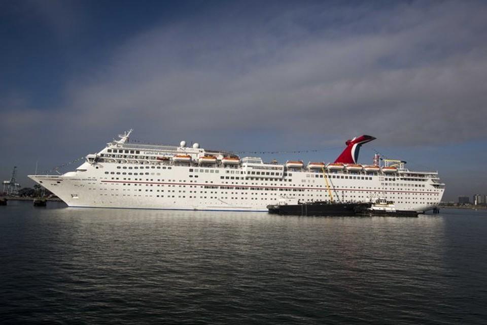 Круизный лайнер Carnival Cruise Lines бвл без пассажиров